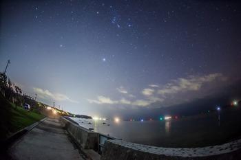 灯台下暗し星空輝く