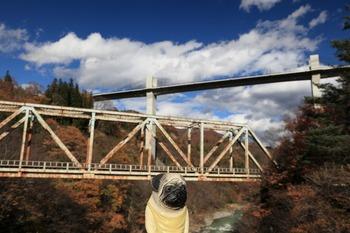 新旧の橋とくんぺい