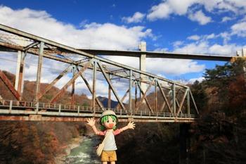 八ッ場大橋とJR鉄橋とよつば