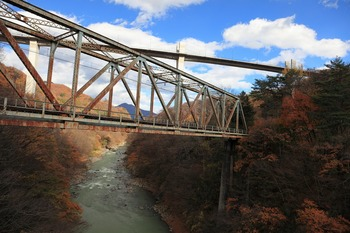 やんば大橋とJR鉄橋