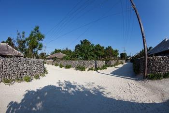 竹富島白砂の路地