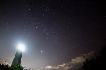 観音崎灯台と星空