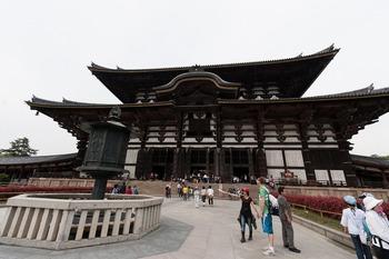 灯篭と大仏殿