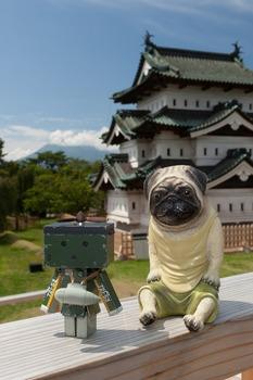 岩木山と弘前城とくんぺいたち